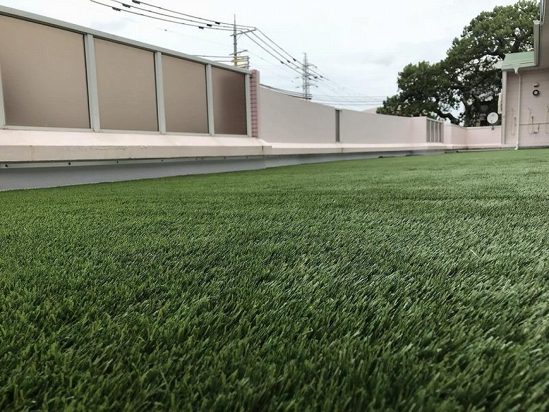 大阪府熊取町認定こども園様 ベランダに人工芝施工しました