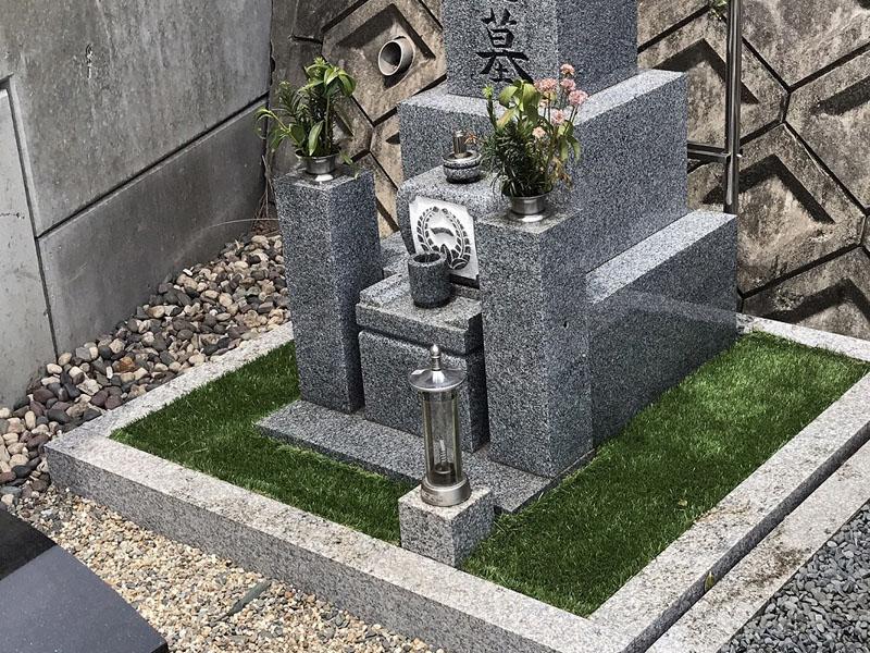 京都府墓地 人工芝を敷かせていただきました