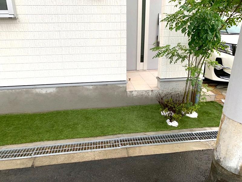 大阪府大阪市M様邸 玄関周りに人工芝施工しました