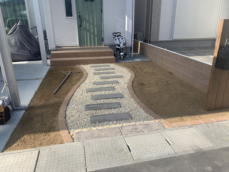 兵庫県明石市H様邸 玄関アプローチの人工芝施工