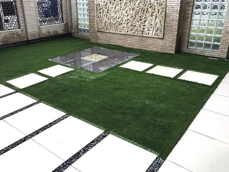 大阪府吹田市マンション エントランスに人工芝を敷きました