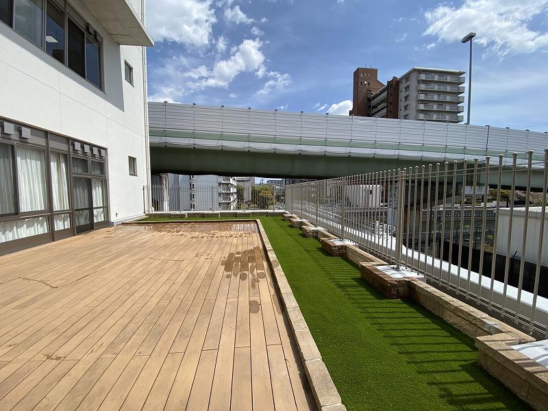 大阪市医療施設様 テラスに人工芝施工しました