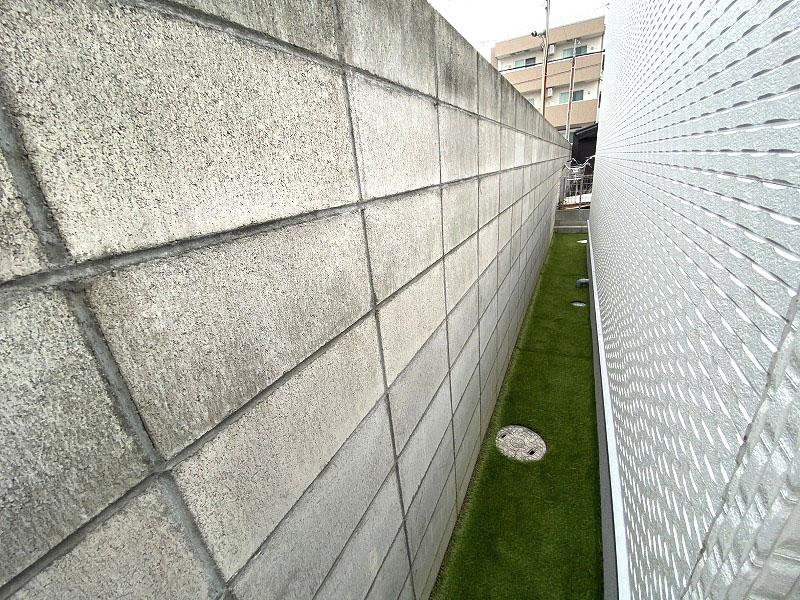 大阪府堺市T様邸 自宅周辺と駐車場の人工芝施工